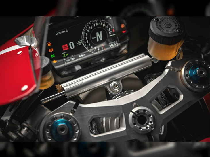 ducati-panigale-V4-R-Instrument-cluster-image