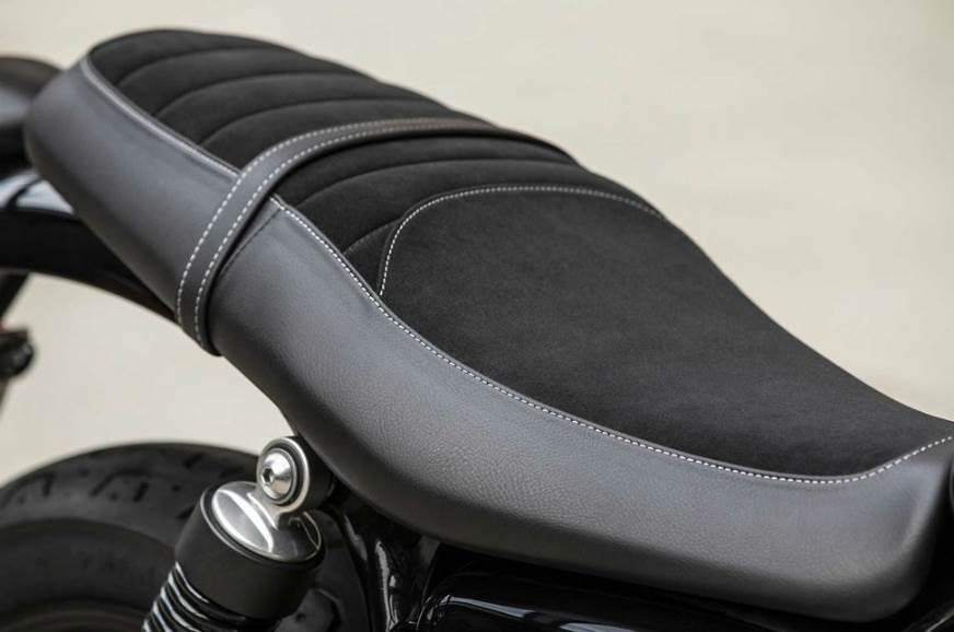 2019-Triumph-Street-Twin-seat
